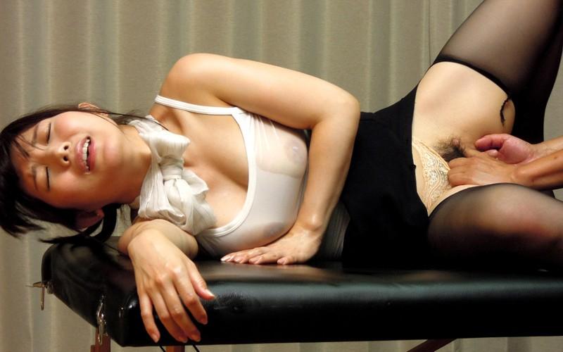 エステ嬢がお尻を向けて誘惑 美泉咲美乳美泉咲
